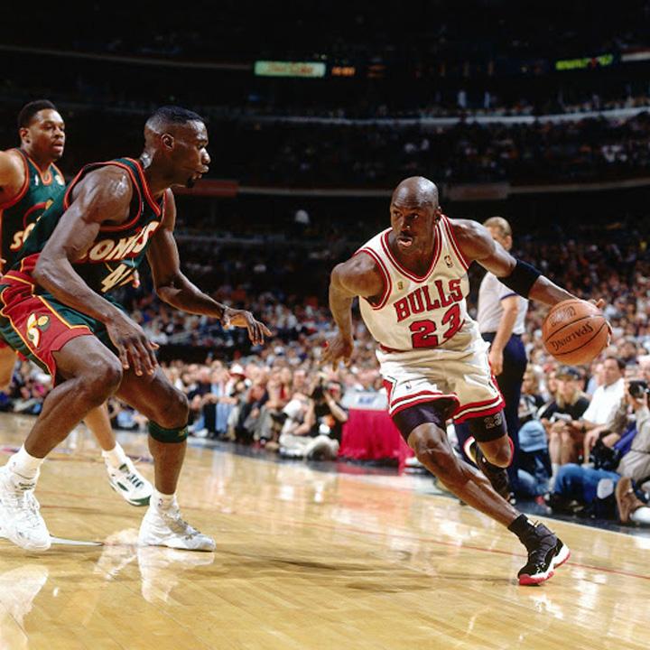 Playoffs-11s-worn-by-Michael-Jordan-1996-2