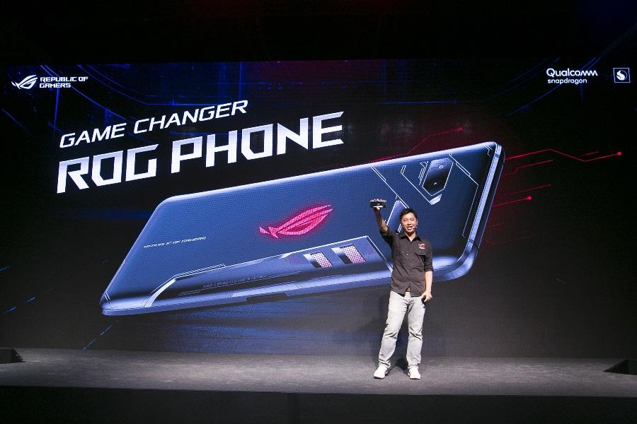 ROG Phone是專為高效能手機遊戲而設計的創新性6吋智慧型手機。
