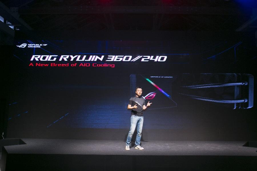 ROG Ryujin是首款ROG 一體式水冷散熱器,也是全球首款配備OLED面板的散熱器。