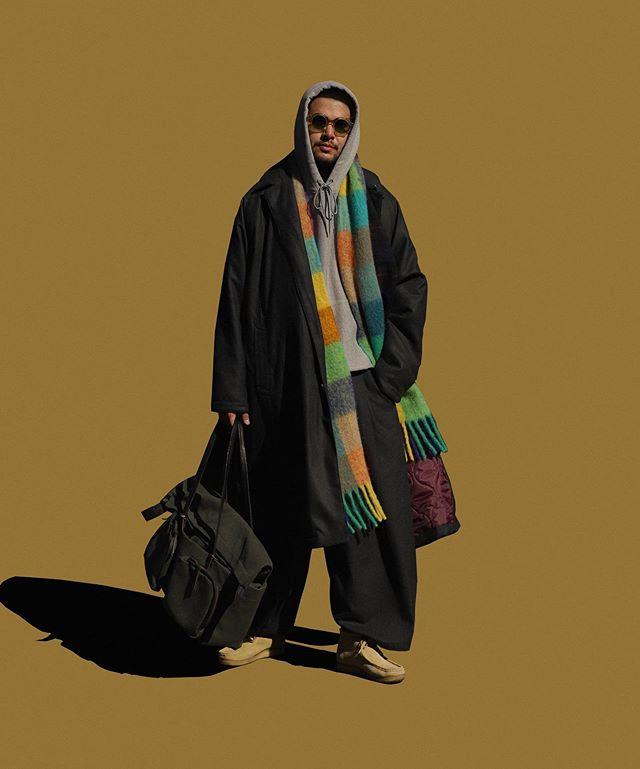 穿著寬褲可搭高領毛衣或批一件圍巾增加豐富度