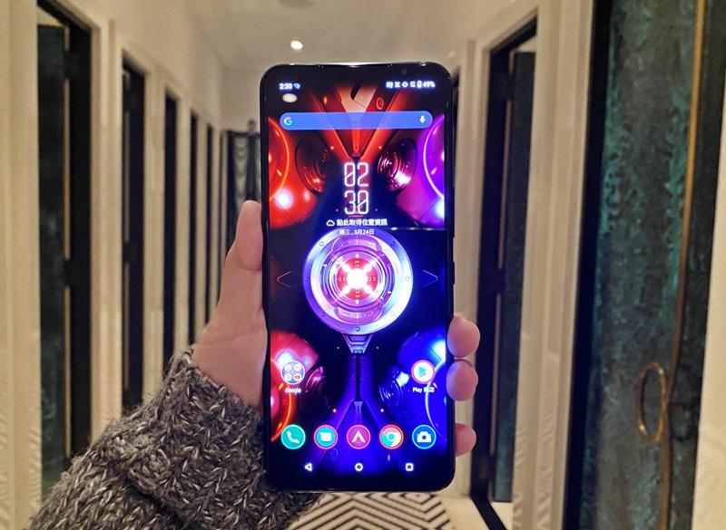 沒有瀏海、穿孔,具備144 Hz畫面更新率的ROG Phone 5,視覺感受不是蓋的。